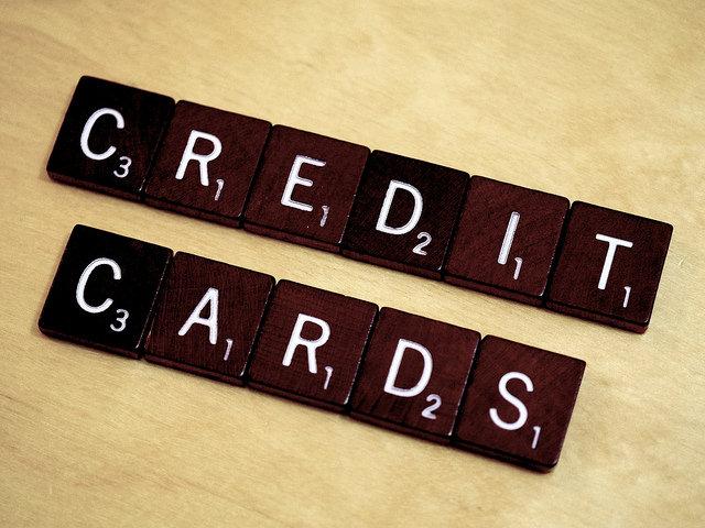 現金信者はお金の貯まらない人、投資意識の低い人である。(クレジットカードの優位性)
